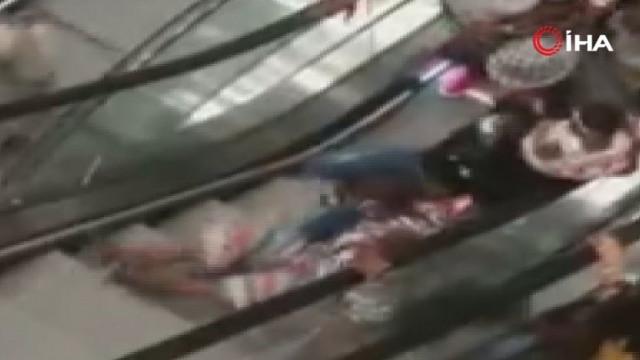 Yürüyen merdivende korku dolu anlar