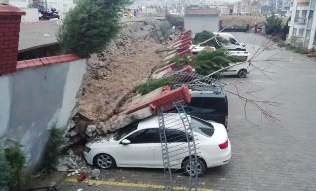 İzmir'de korkunç görüntü! Otomobiller kağıt gibi ezildi