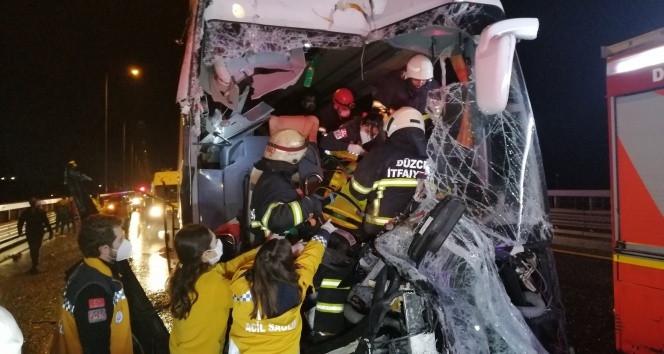 TEM otoyolunda feci kaza! 16 yaralı