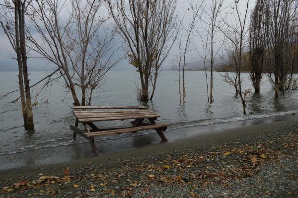 Depremin ardından su seviyesi yükseldi