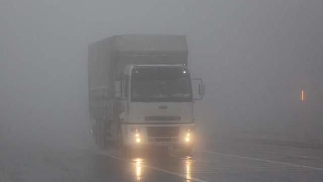 Bolu Dağı'nda yağmur ve sis nedeniyle sürücüler zor anlar yaşadı