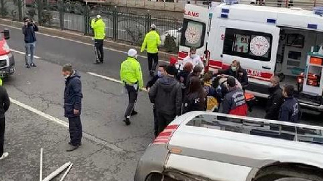 Minibüs yola devrildi: 7 yaralı