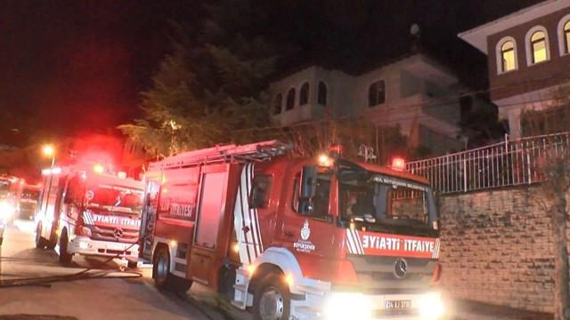 İstanbul alevlerle aydınlandı! İş yerinde yangın