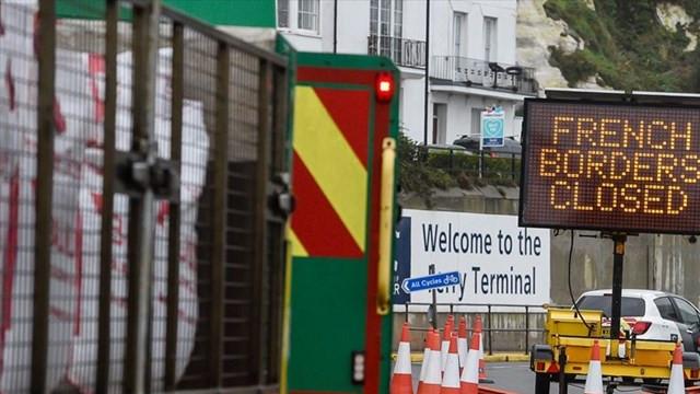 Fransa sınırı kapattı, kilometrelerce kuyruk oluştu
