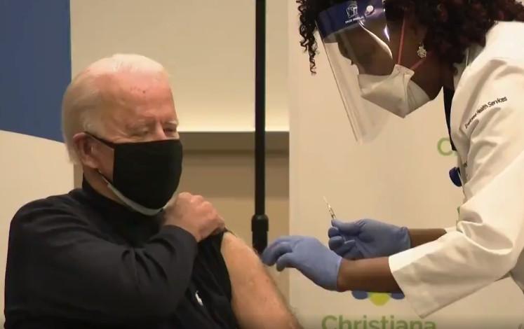 Joe Biden korona aşısı oldu