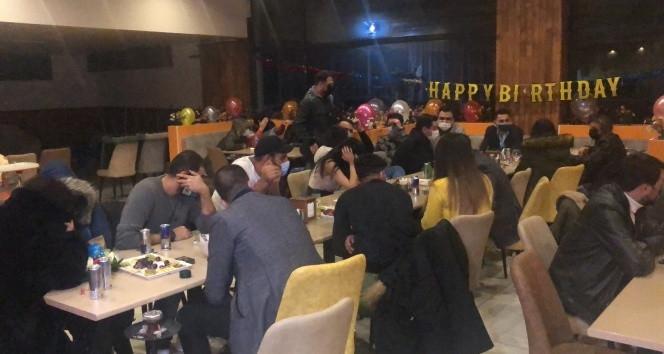 İstanbul'da kaçak doğumgünü partisine polis baskını