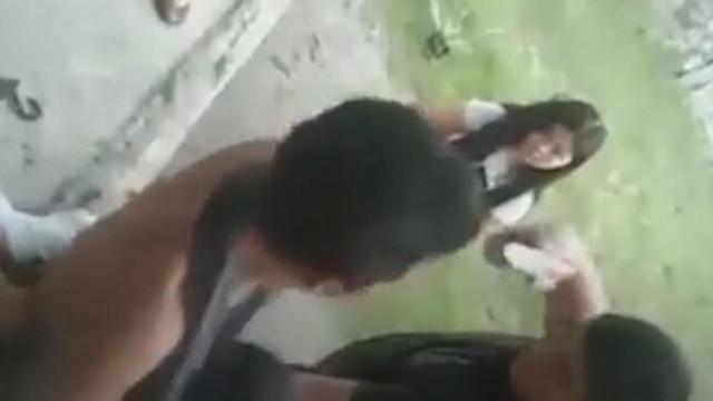İnfial yaratan görüntüler! Anne ve oğlu polis tarafından vuruldu