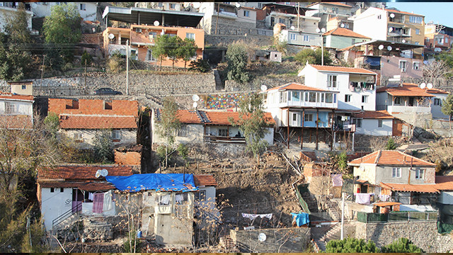 İzmir'de depremden heyelan paniği