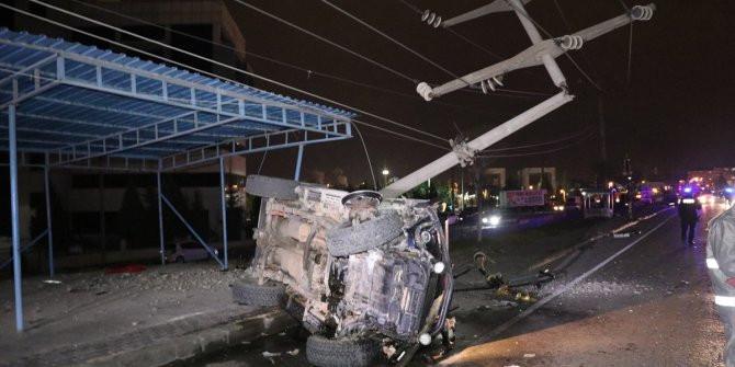Alkollü sürücü bir ilçeyi elektriksiz bıraktı!