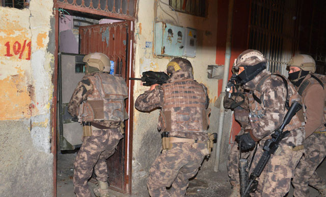 Adana'da DEAŞ'a sabah baskını: 3 gözaltı
