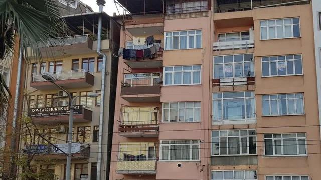 Marmara depreminde hasar gören 2 bina için yıllar sonra yıkım kararı