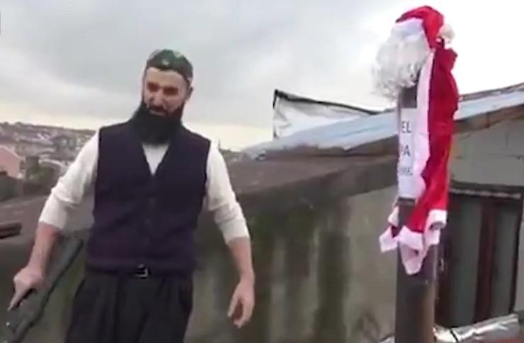 Çatıda av tüfeğiyle ''Noel Baba'' nöbeti!