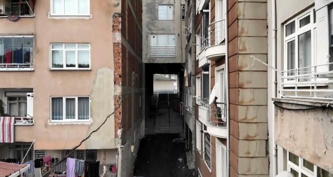 Karadeniz'de fıkra gibi bir apartman!