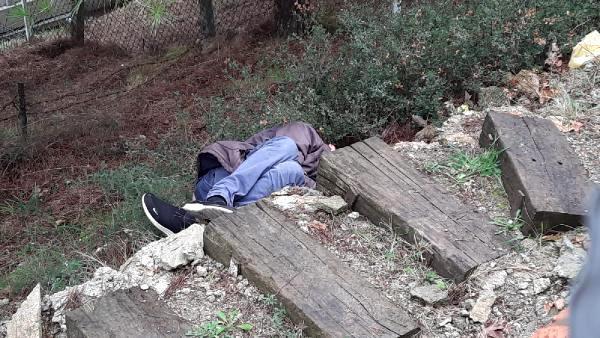Tuvaletini yapmak için girdiği mezarlıkta ölü bulundu