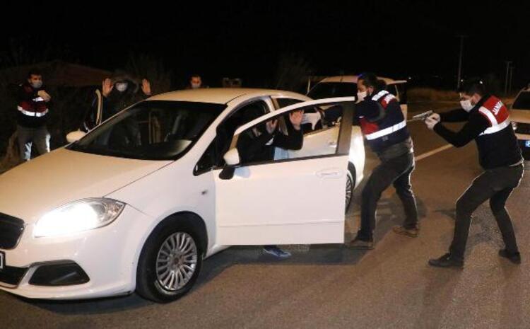 Otomobilden onlarca suikast silahı çıktı!