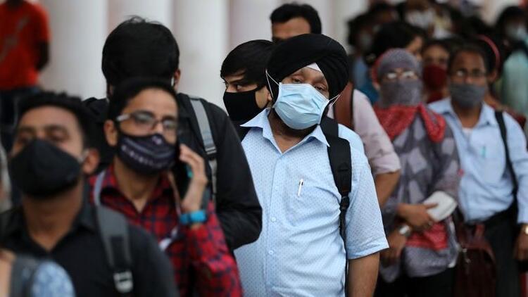 İngiltere aşıyı onayladı, Hintliler turizm acentelerine koştu