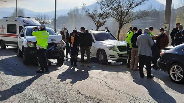 AK Parti Genel Başkan Yardımcısı konvoyunda kaza