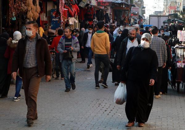 Adana'da korkutan kalabalık! Koronavirüse davetiye çıkardılar