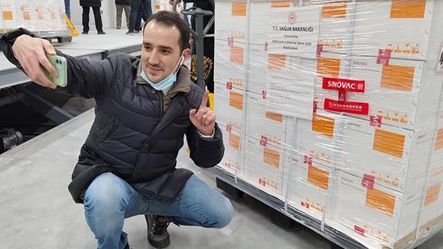 Bakan Koca'dan ''aşıda aracı firma'' iddialarına yanıt