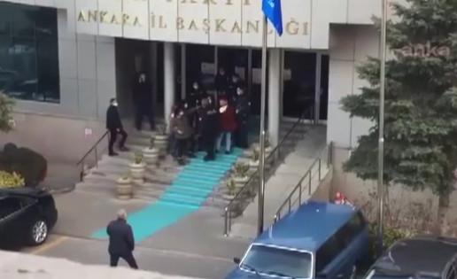 AK Parti binası önünde 5 kadına gözaltı!