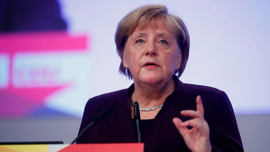 Merkel: Uğur Şahin ve Özlem Türeci ile görüştüm