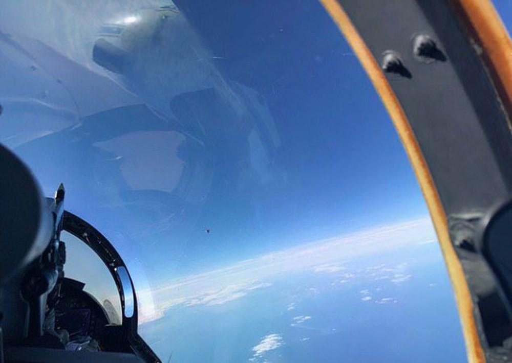 Savaş pilotunun çektiği UFO fotoğrafı sızdı!