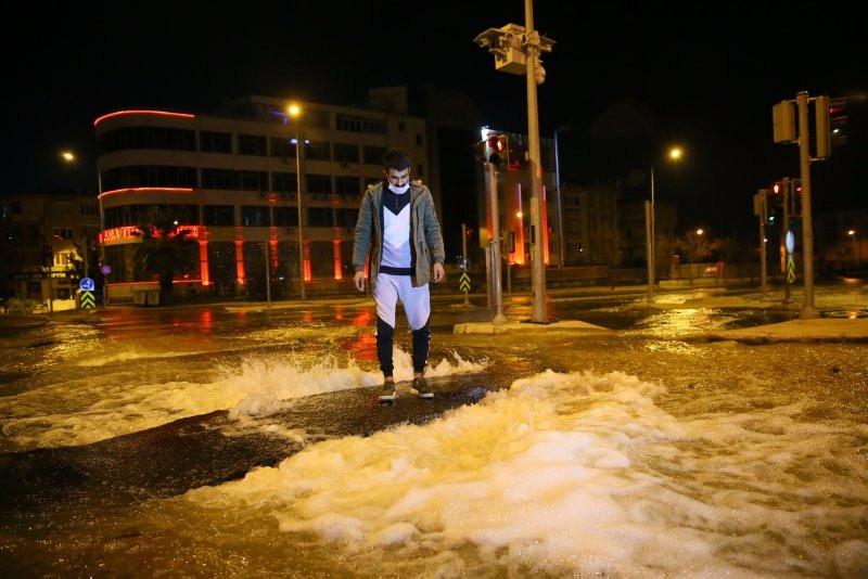 İzmir'de caddeler göle döndü!