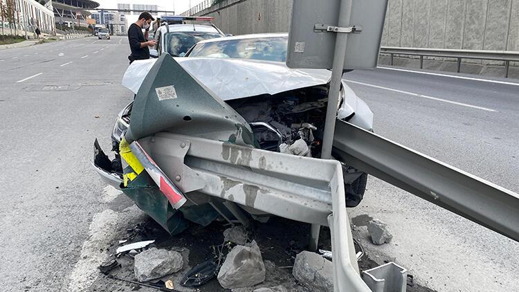 TEM'de korkunç kaza! Bariyere ok gibi saplandı