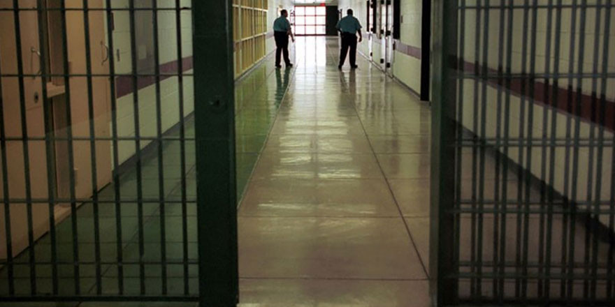 Memurlar cezaevlerinde mahkum oldu