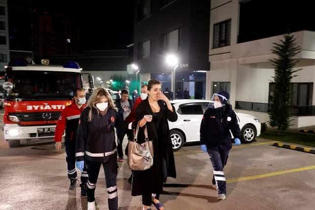 Ankara'da 14 katlı binada yangın paniği