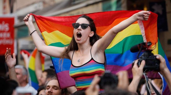 LGBT ve gökkuşağı temalı ürünlere +18 zorunluluğu geldi