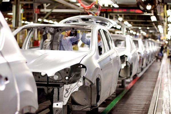 Nissan üretime ara veriyor