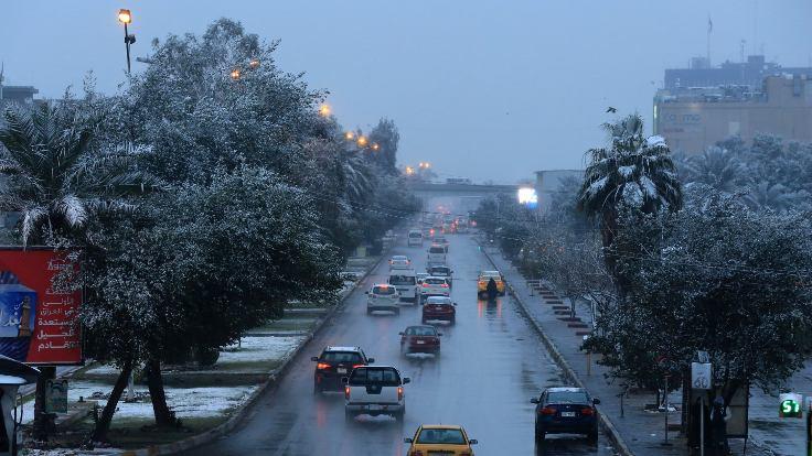 Bağdat'ta 12 yıl sonra ilk kez kar yağdı