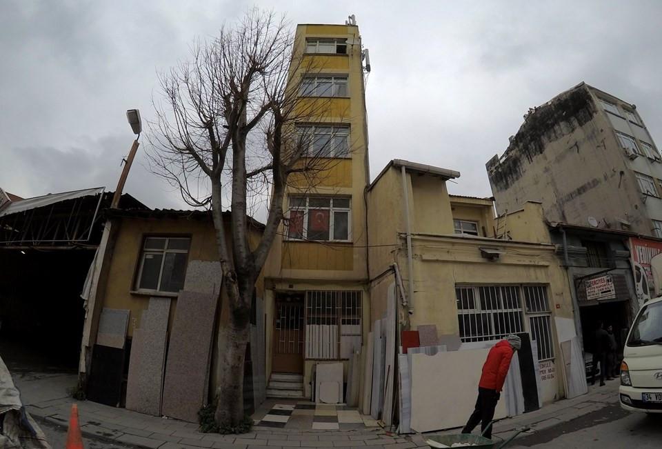 İstanbul'da şaka gibi görüntü! Bu bina nasıl ayakta duruyor ?