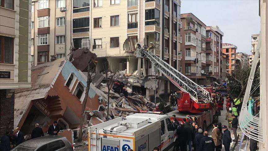 Bahçelievler'deki binanın çökme anı böyle görüntülendi