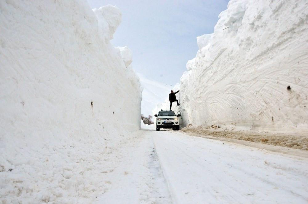 Yüksekova'da kar kalınlığı 6 metreyi geçti