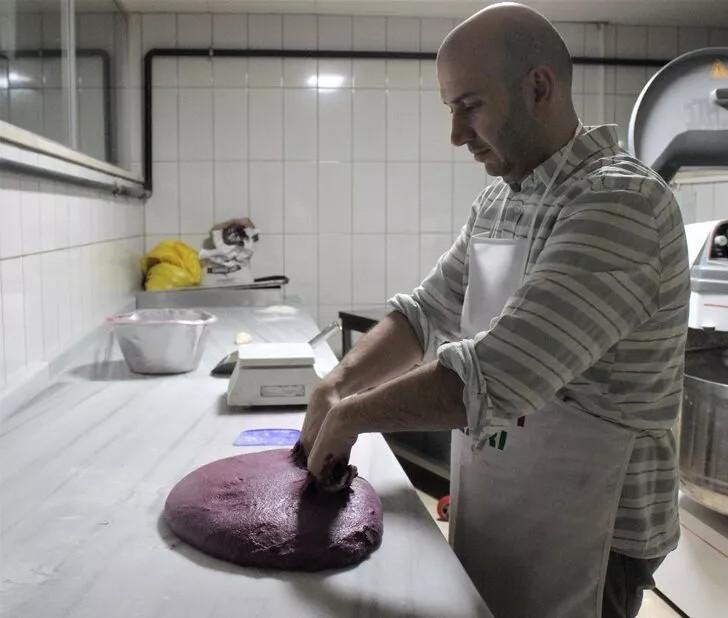 Mor ekmek üretti, tanesini 10 liraya satıyor
