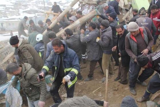 İran'daki deprem Van'ı vurdu: İşte bölgeden ilk görüntüler
