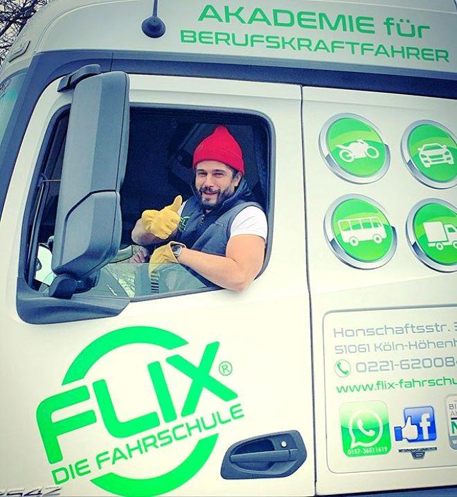Ünlü oyuncu Haluk Piyes kamyon şoförü oldu