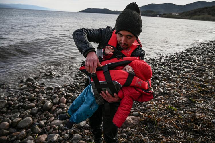 Mülteci akını Yunanistan'ı alarma geçirdi!