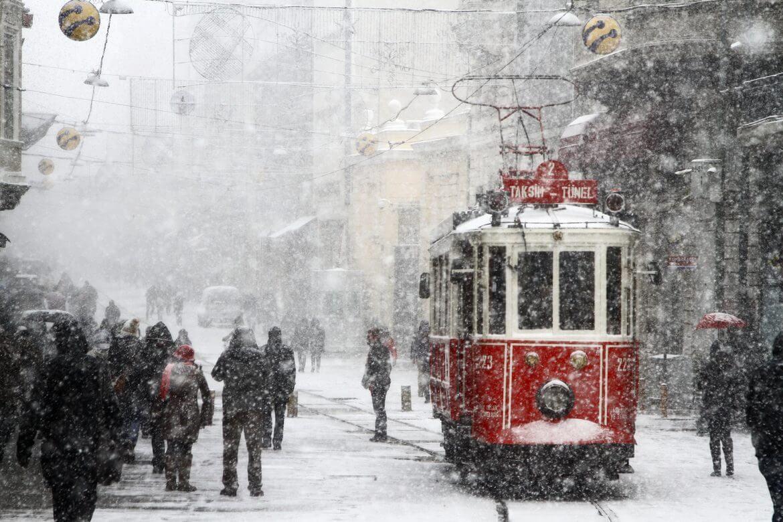 Meteoroloji açıkladı: İstanbul'da kar yağışı kaç gün sürecek ?