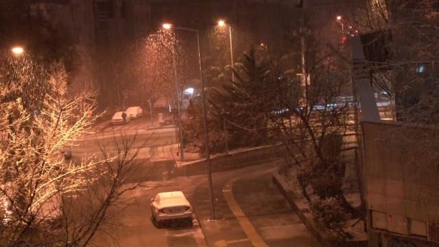 Ankara güne beyaz örtüyle uyandı