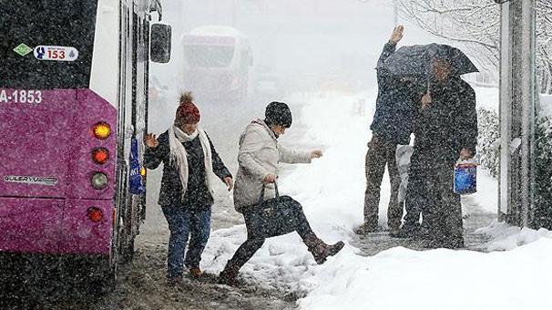 Gözümüz yollarda kalmıştı! İstanbul'da kar başladı! Peki ne kadar sürecek?