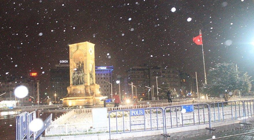 Kar İstanbul'a geldiği gibi gidecek... Kar yağışı ne kadar sürecek ?