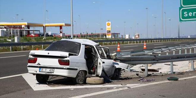 Manisa'da feci kaza: 3 ölü, 1 yaralı