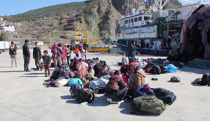 Boğulma tehlikesi geçiren mülteciler: ''Bir yıldır gitmek için bekliyoruz''