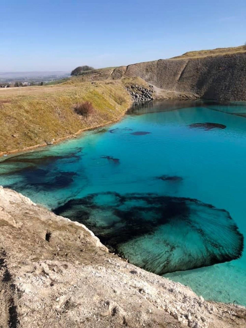 Koronavirüs bunu da yaptırdı! Mavi Göl'ü siyaha boyadılar