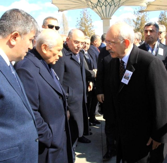 Bahçeli Kılıçdaroğlu'nun elini neden sıkmadı ?