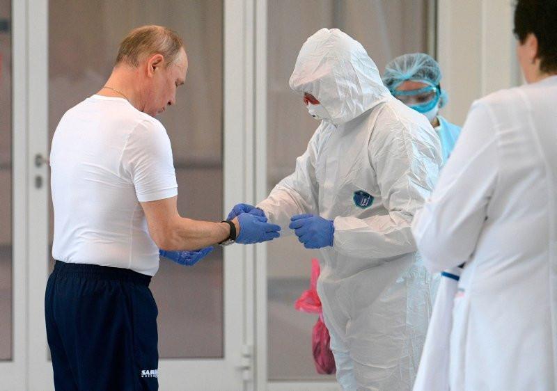 Putin'e ikinci corona virüs şoku! Bu kare her şeyi anlatıyor