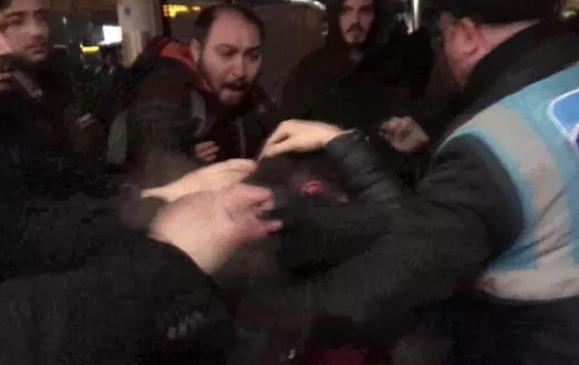 Metrobüs'te tacizciye dayak kamerada!
